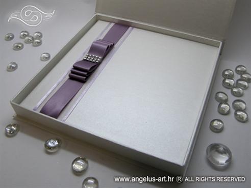bijela perlasta knjiga gostiju tvrdih korica u ekskluzivnoj kutiji