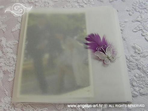 bijela zahvalnica za vjenčanje kvadratna s ljubičastim perom i leptirom