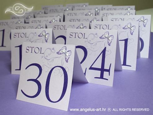 broj stola s ljubičastim leptirom