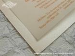 detalj pozivnice boje breskve i marelice