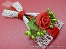 Kitica za rever - Crvena ruža u mreži