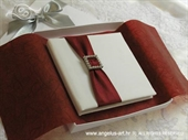 Knjiga za prstenje Bordo traka s brošem