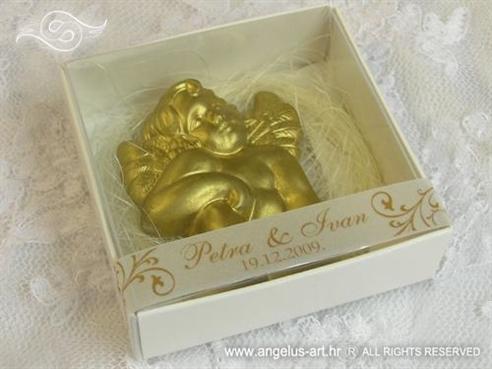 konfet za vjenčanje magnet zlatni anđeo u kutijici s imenima mladenaca