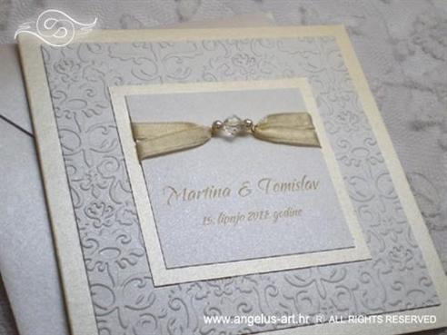 krem pozivnica za vjenčanje s perlicama i kuvertom