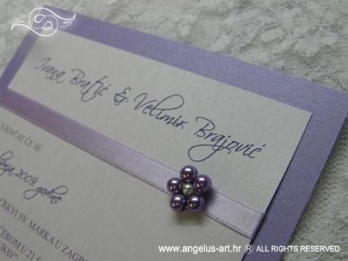 ljubičasta pozivnica s perlicama