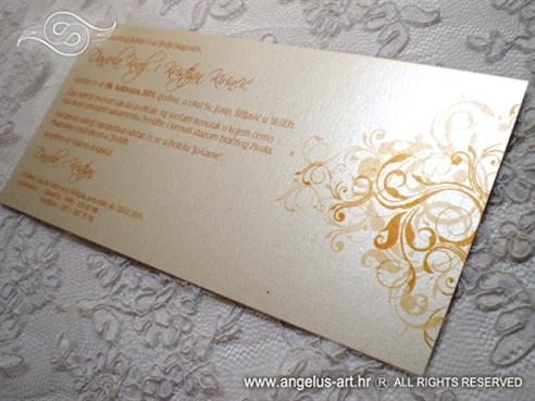 narančasta pozivnica za vjenčanje na perlastom kartonu