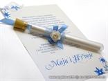 pozivnica u epruveti s plavom mrežom i mašnicom