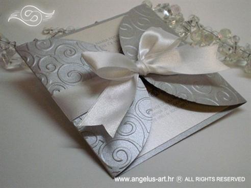pozivnica za vjenčanje srebrno bijela s bijelom satenskom mašnom