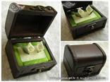 škrinjica za prstenje zeleno smeđa s kalama