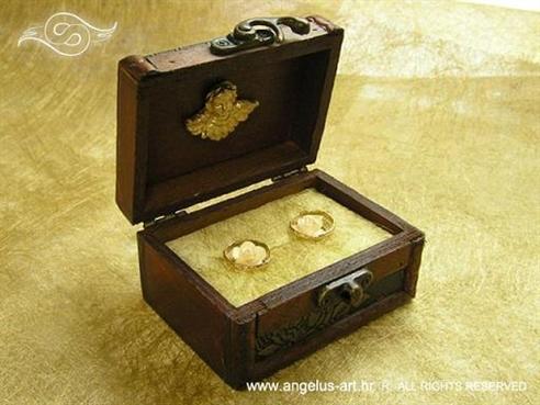 škrinjica za vjenčano prstenje zlatno smeđa s anđelom