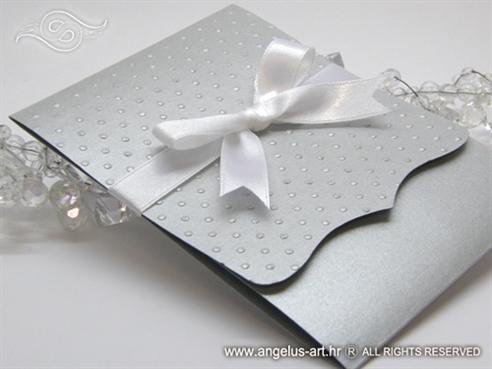 srebrna preklopna pozivnica za vjenčanje s točkicama i mašnom