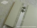 srebrni leptiri na knjizi dojmova za vjenčanje