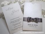 srebrno bijela pozivnica za vjenčanje s točkicama i brošem