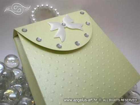 zelena cestitka u obliku zenske torbice