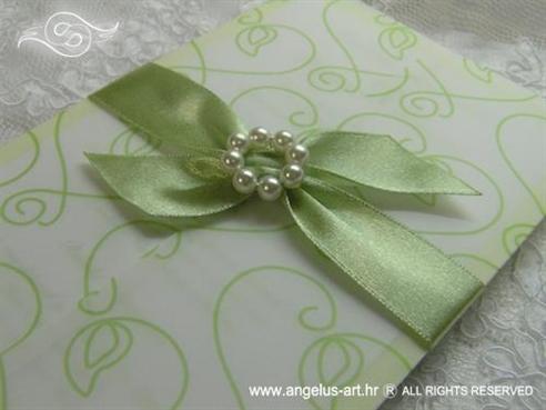 zelena pozivnica s perlicama i mašnom